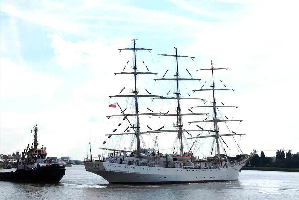 Dar Mlodziezy in Antwerp