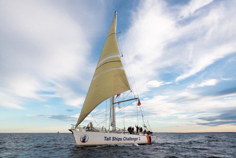 challenger 3 sail on board. Black Bedroom Furniture Sets. Home Design Ideas