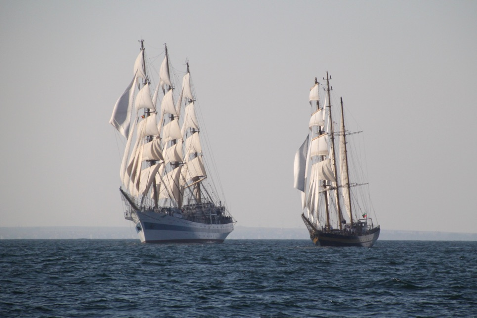 Mir and Royal Helena approaching the start line