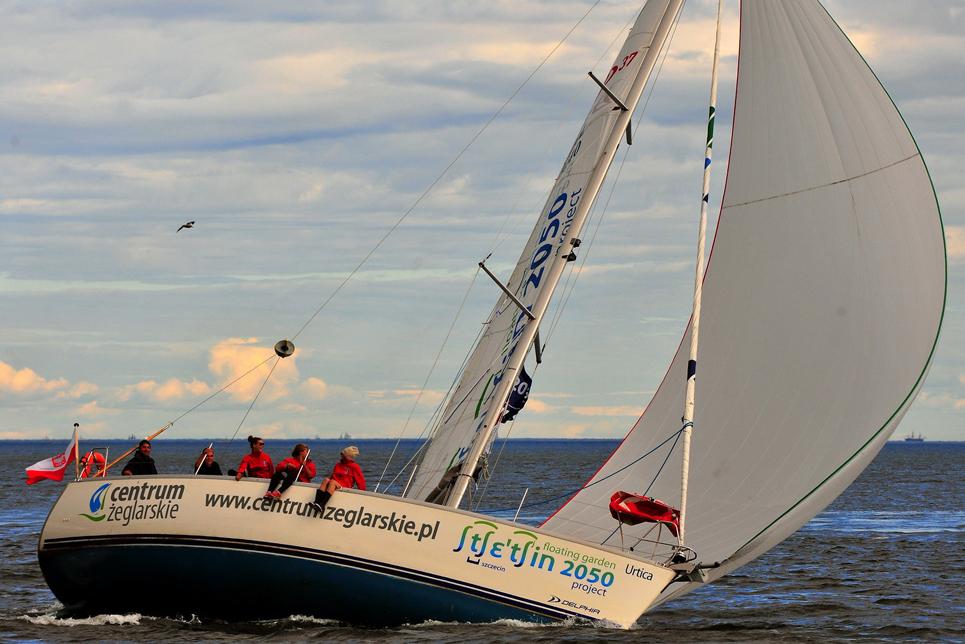 ship urtica sailing