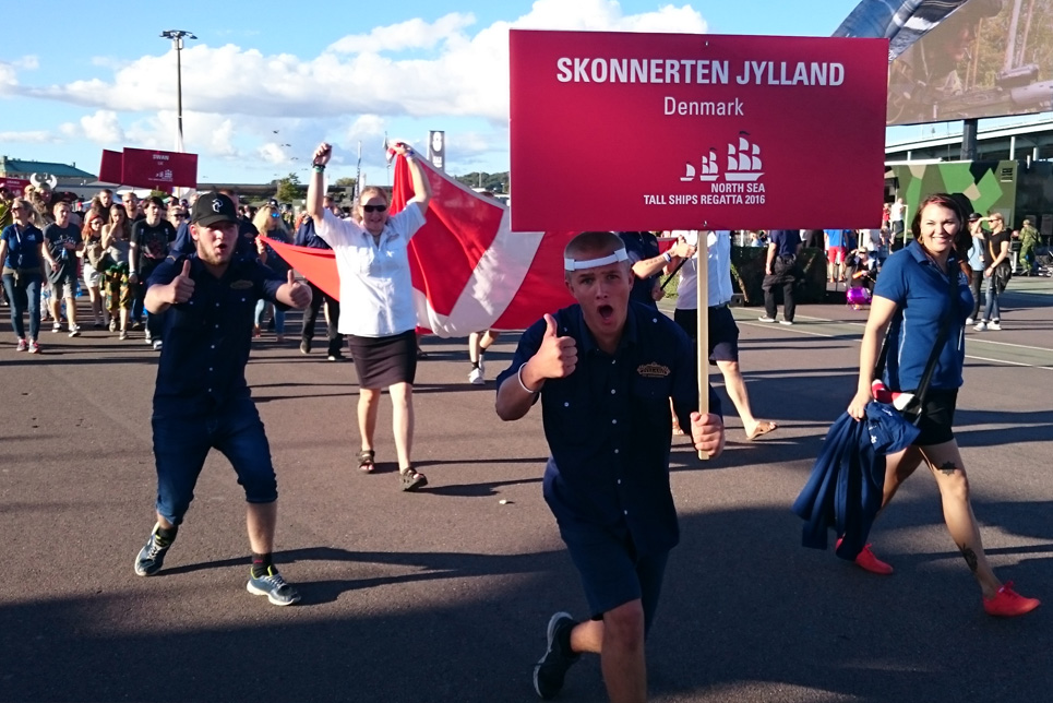 Skonnerten Jylland in the Crew Parade