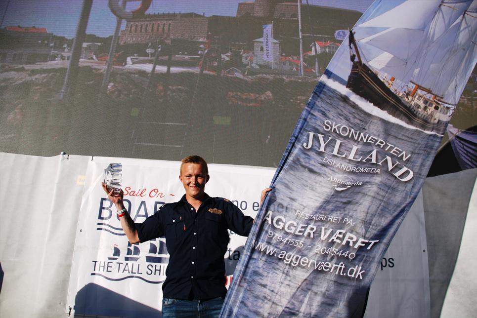 Kaspar Nielsen winning the Best Team Player award