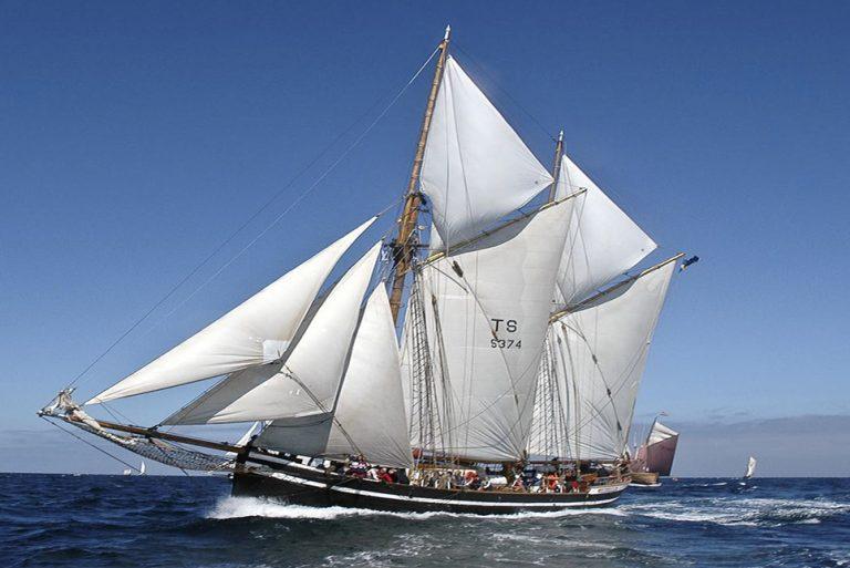 tall ship hawila sailing