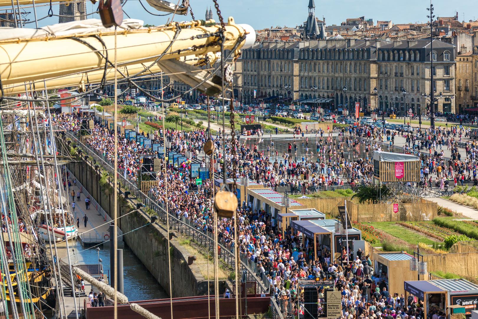 Crowds from the mast of Kruzenshtern
