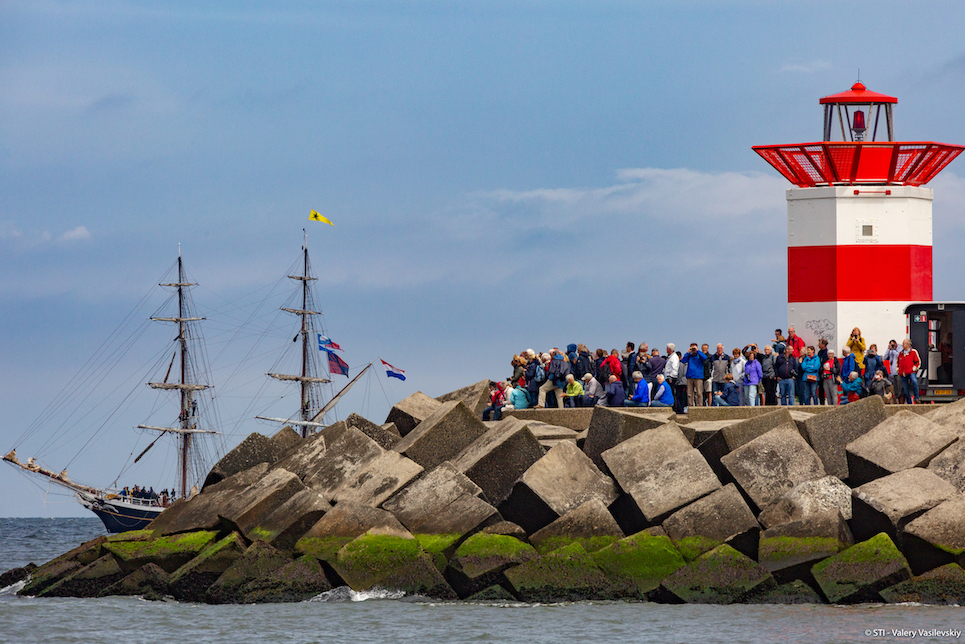 crowds watching tall ships sailing into the hague for the liberty tall ships regatta 2019